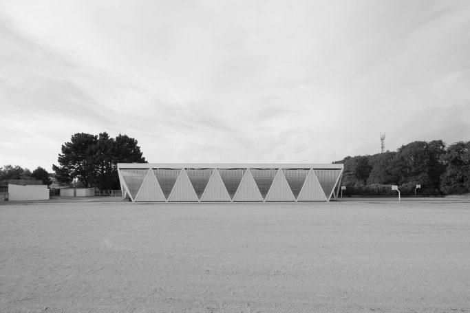 Couverture d'un terrain de sport extérieur